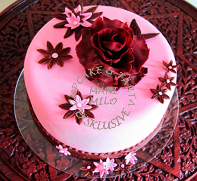 Rosa och brun tårta