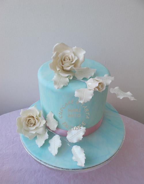 Bröllopstårta Trosa vit, blå och lila