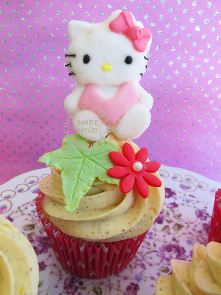 Hello Kitty Cupcake med blommor