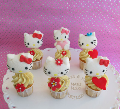 Hello Kitty Mini Cupcakes