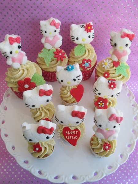 Hello Kitty Cupcakes & Mini Cupcakes