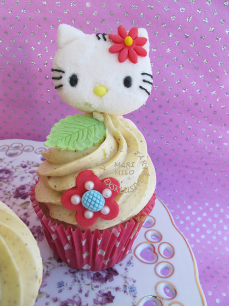 Hello Kitty barn cupcakes
