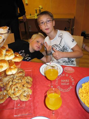 10-åringar kalas och kompisar