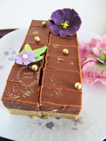 dekorerade små chokladkakor