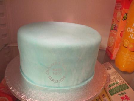 Att förvara tårta i kylskåpet