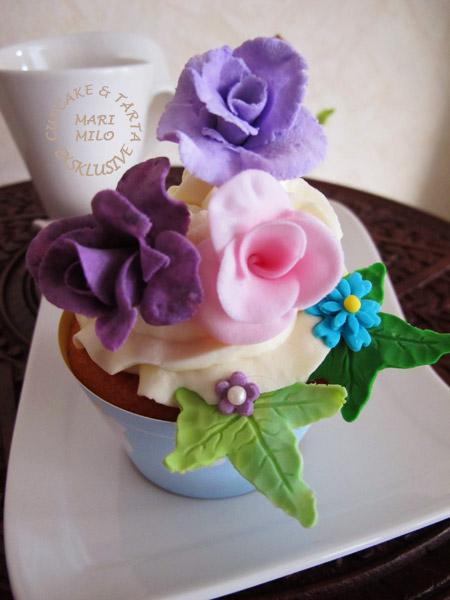 Dekorera dop cupcakes med sockerrosor