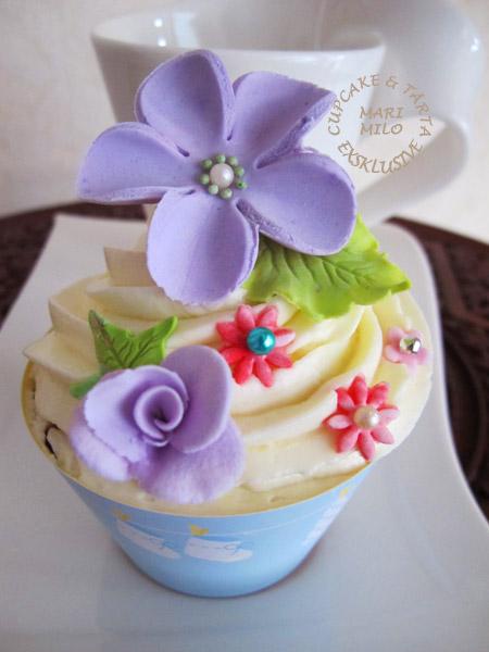 Dekorera cupcakes med sockerblommor