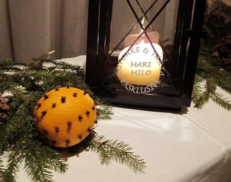 Apelsiner med nejlikor, juldekoration