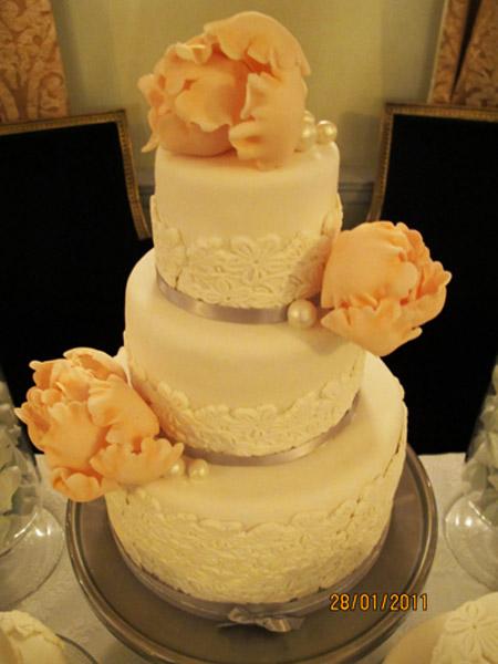 Bröllopstårta med pioner, Holy Sweet
