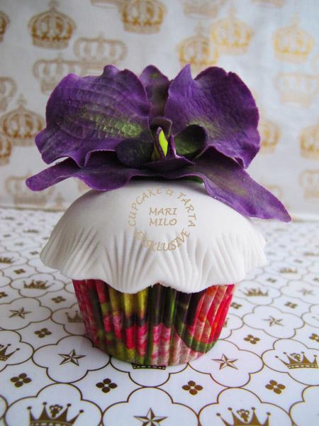 Cupcakes dekorerade med orkidéer