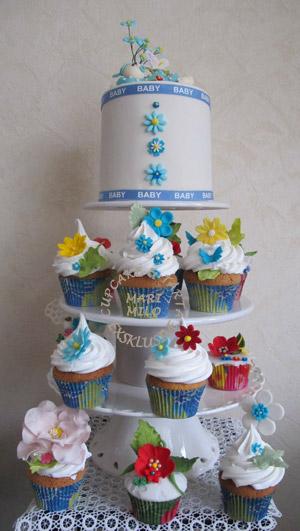 Blommiga dopcupcakes med matchande doptårta
