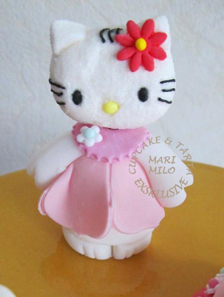 Hello Kitty sockerfigur modellerad i sockerpasta