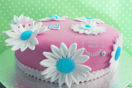 Rosa och vit tårta