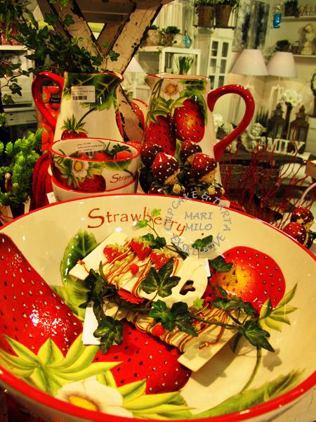 Porslin med jordgubbsmotiv