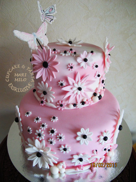dekorera tårta med fjärilar