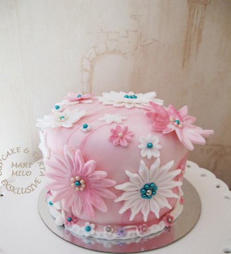 Tårta med blommor