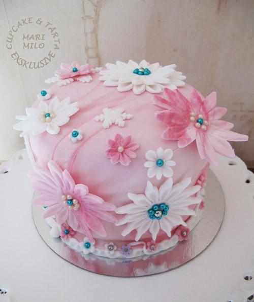 Tårta med rosa och vita blommor