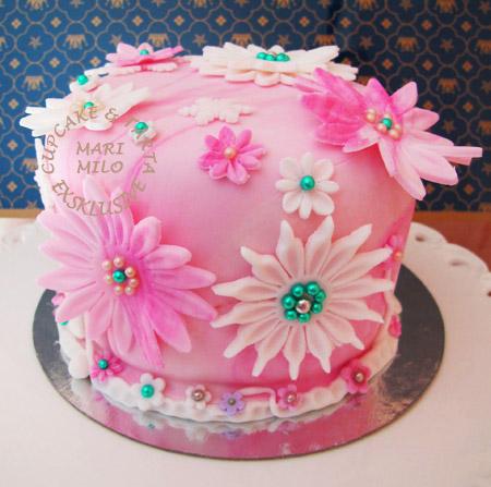 Liten tårta för 8 peroner i rosa