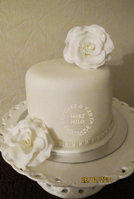 Vit bröllopstårta