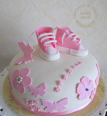 Baby converse skor tårta