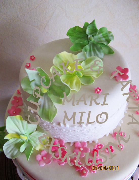 Bröllopstårta med gröna orkideer