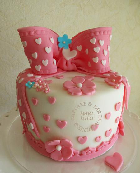 Rosa tårta med rosett