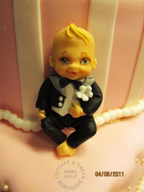 Topper till Bröllopstårta, bebis i frack, sockerfigur