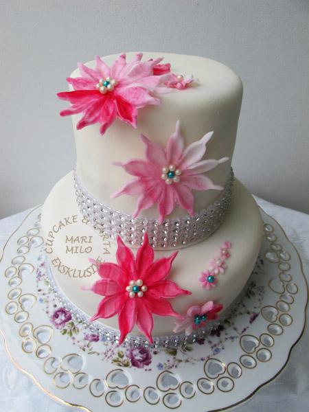 Modern bröllopstårta