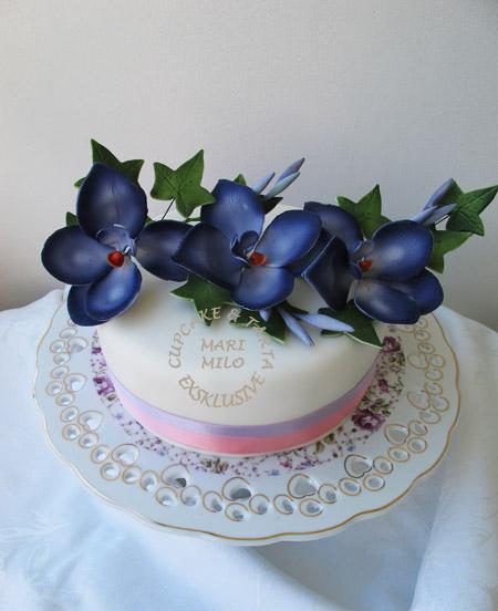 Bröllopstårta dekorera