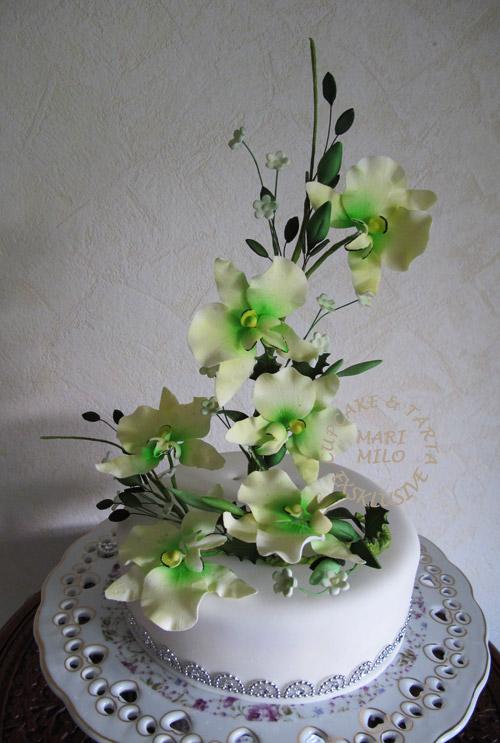bröllopstårta med gröna orkideér