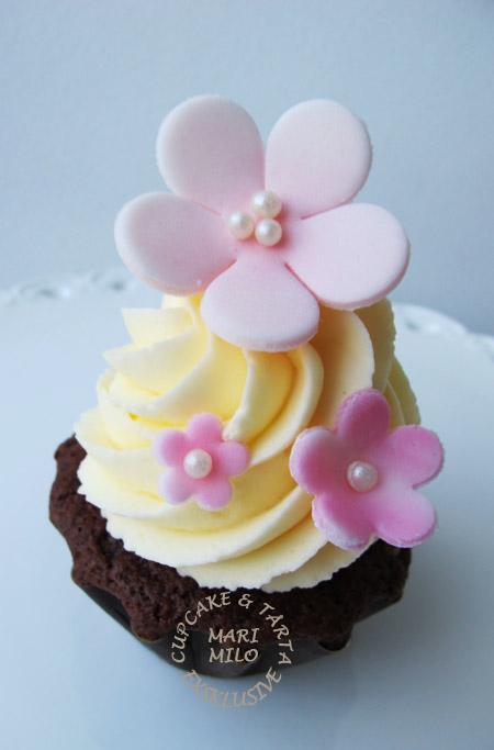 Cupcakes med rosa blommor