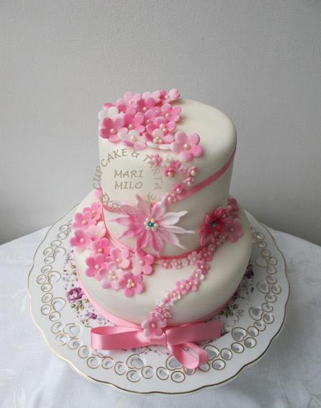 Romantisk bröllopstårta