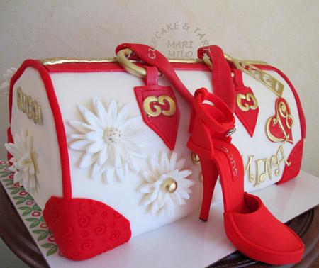 Väska och högklackad sko tårta
