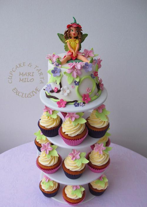 Födelsedagstårta och cupcakes med sockerfigur älva