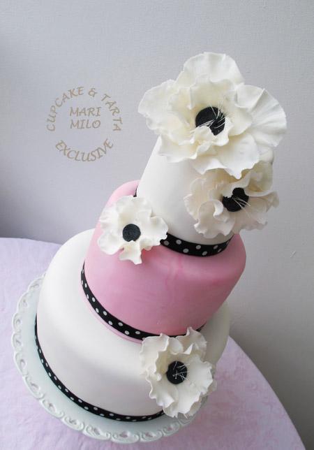 Bröllopstårta med anemoner
