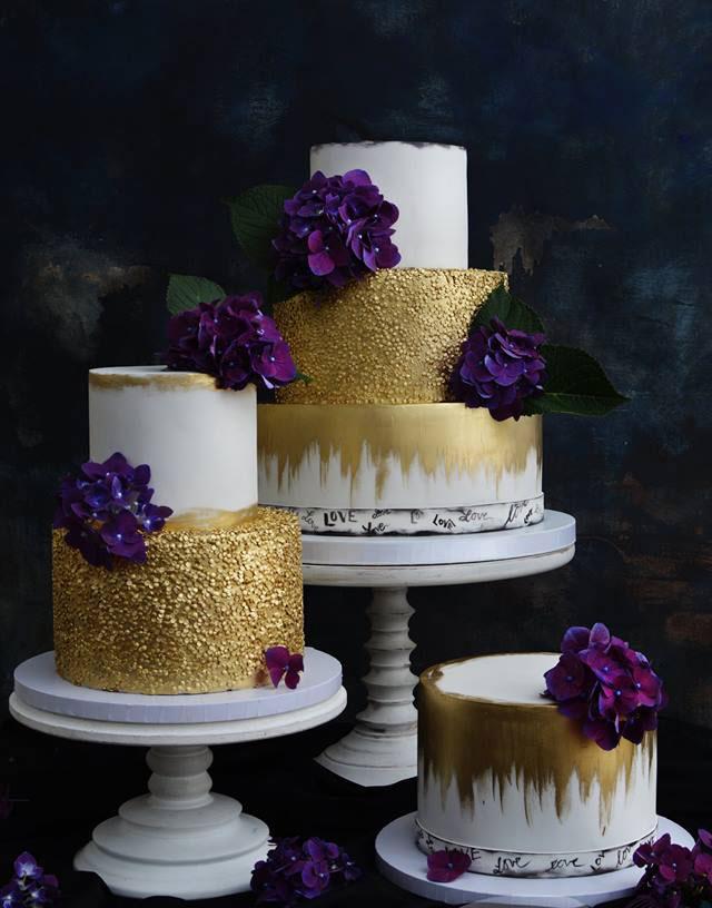 Guld och färska blommor, bröllopstårta