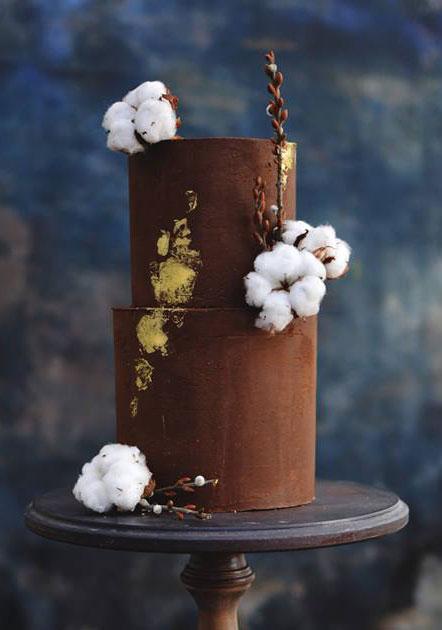 Choklad Bröllopstårta Med Färska Blommor