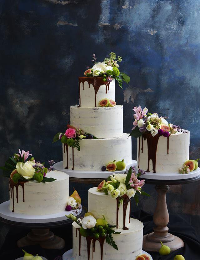 Drip Cake Choklad Bröllopstårta Med Färska Blommor